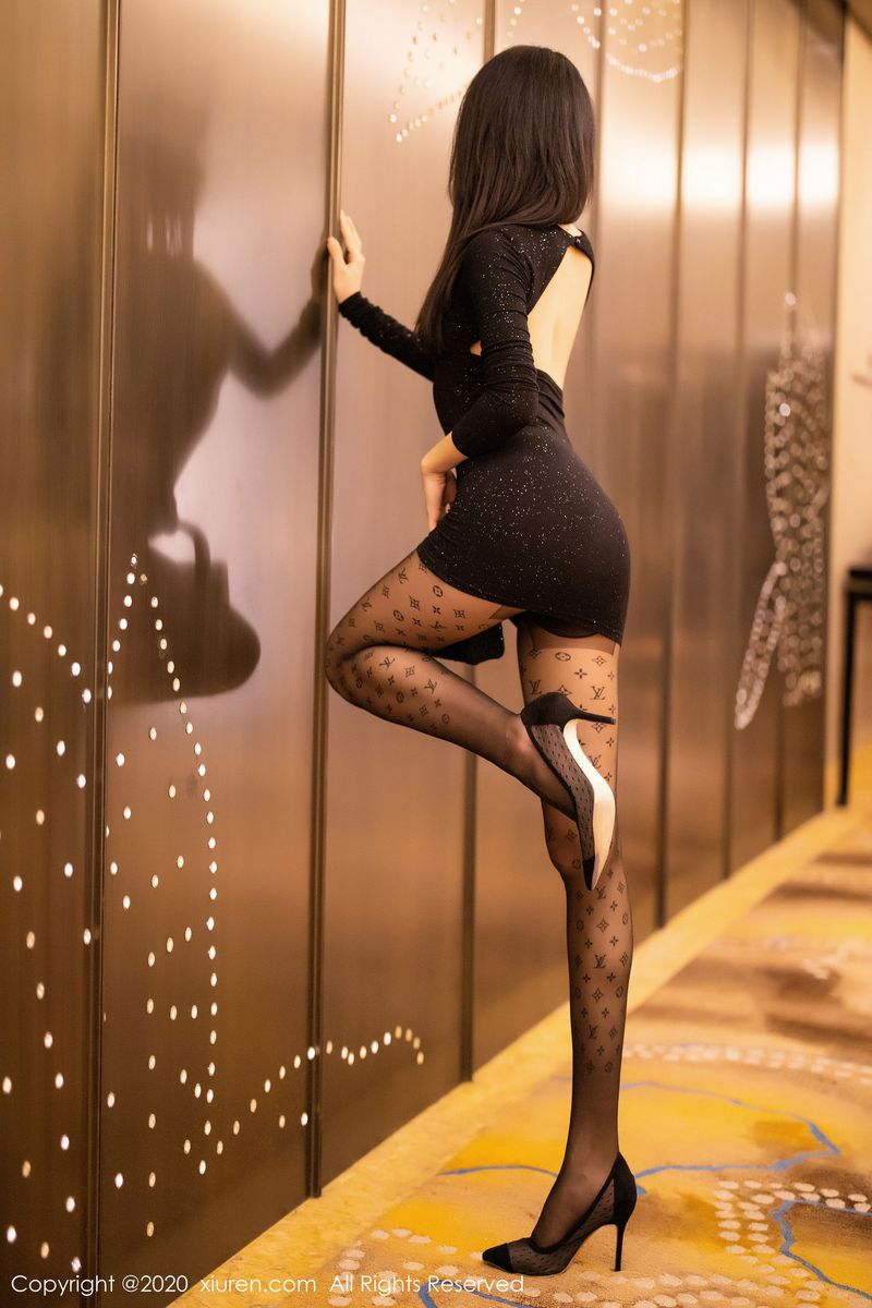 Vol.336 黑丝美腿翘臀丁字裤私房照美女模特秀人网-白子嫣完整私房照合集