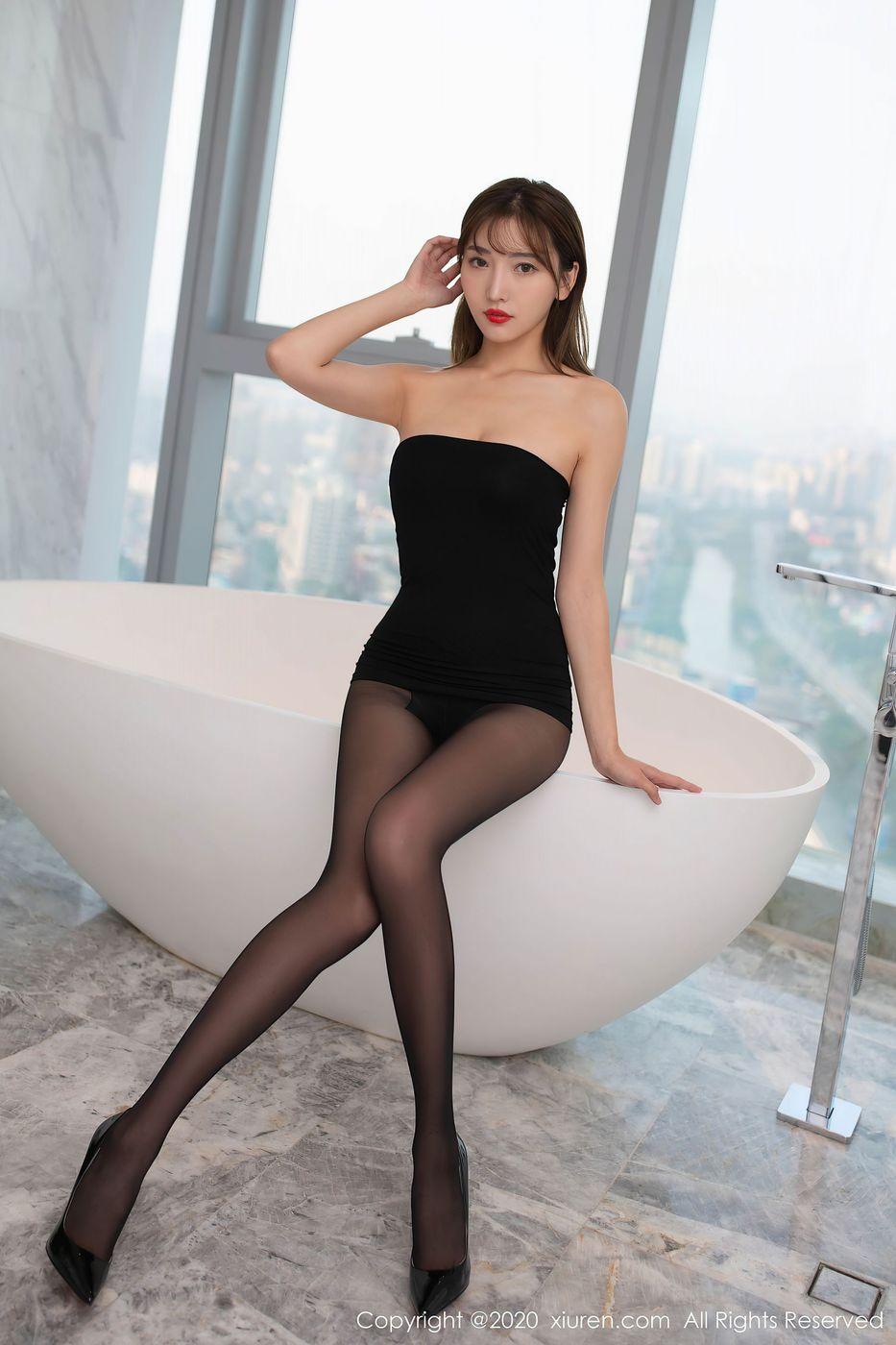 Vol.384 黑丝美腿翘臀高跟鞋腿控福利美女模特秀人网-陆萱萱完整私房照合集