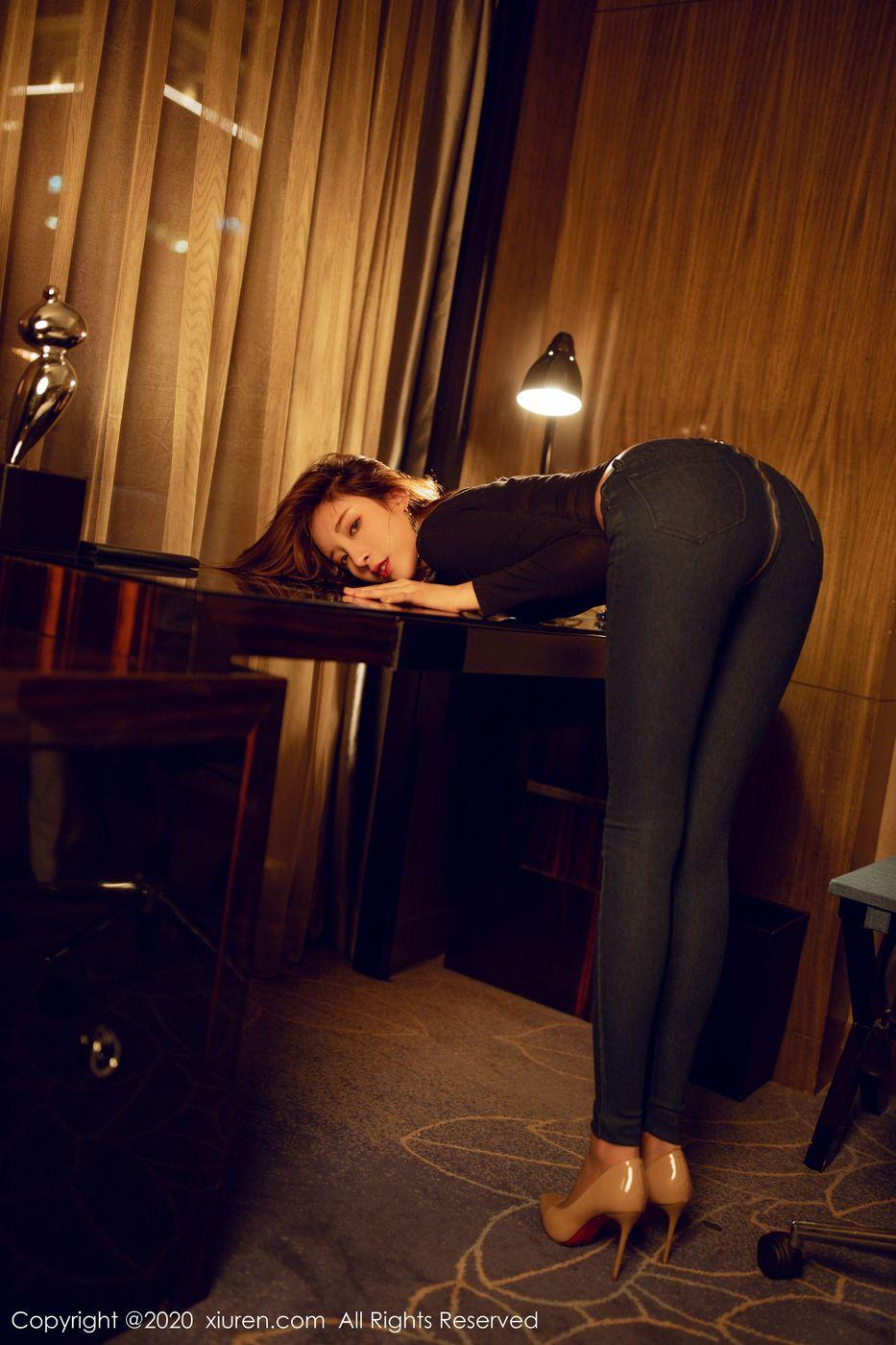 Vol.621 牛仔裤丝袜美腿内衣诱惑翘臀美胸短发美女秀人网-陈小喵完整私房照合集