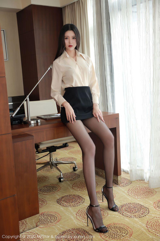 Vol.89 白衬衫黑丝美腿超短裙内衣诱惑翘臀美女模特模范学院-陈一涵完整私房照合集