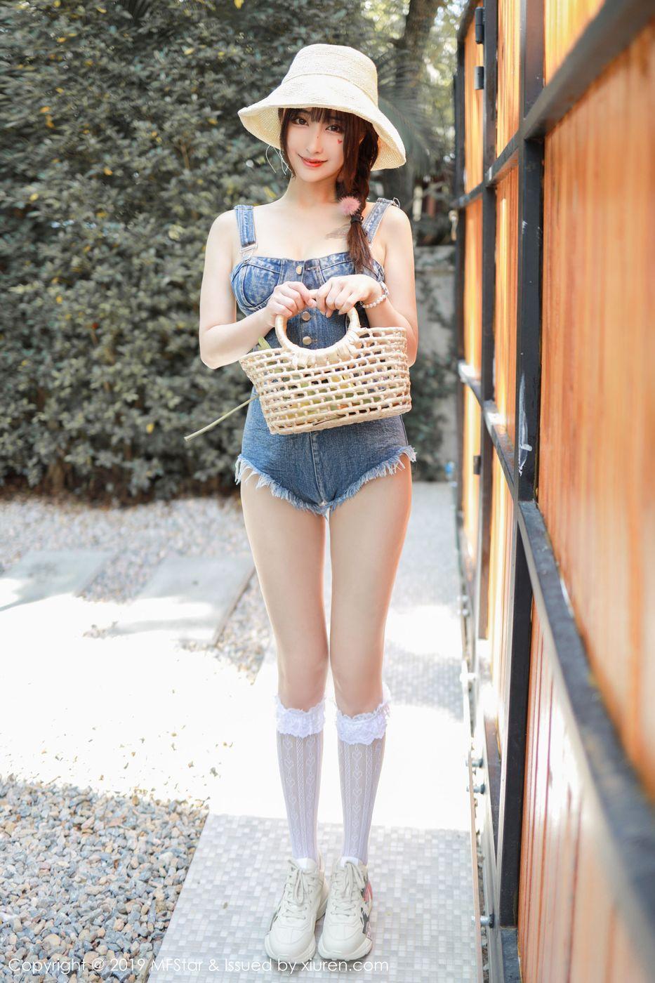 Vol.369 长筒袜嫩模性感美女美胸连体衣美女模特模范学院-林子欣完整私房照合集
