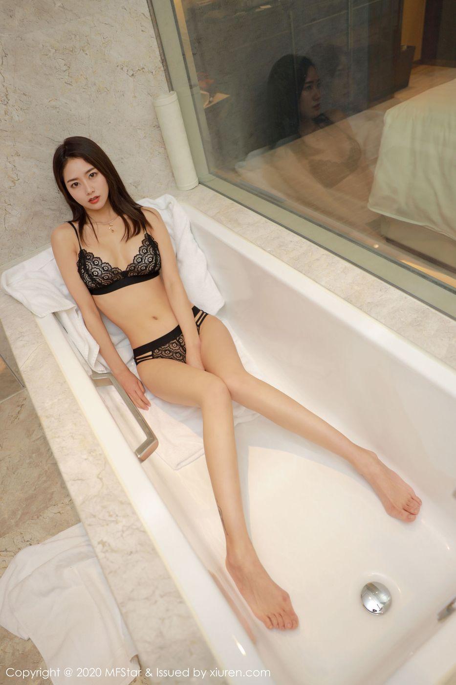 Vol.148 浴室美女内衣诱惑大尺度美胸美女模特模范学院-方子萱完整私房照合集