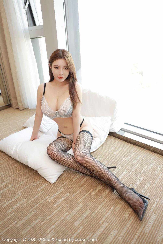 Vol.955 黑丝美腿巨乳翘臀大尺度大胸美女嫩模模范学院-软软Roro完整私房照合集