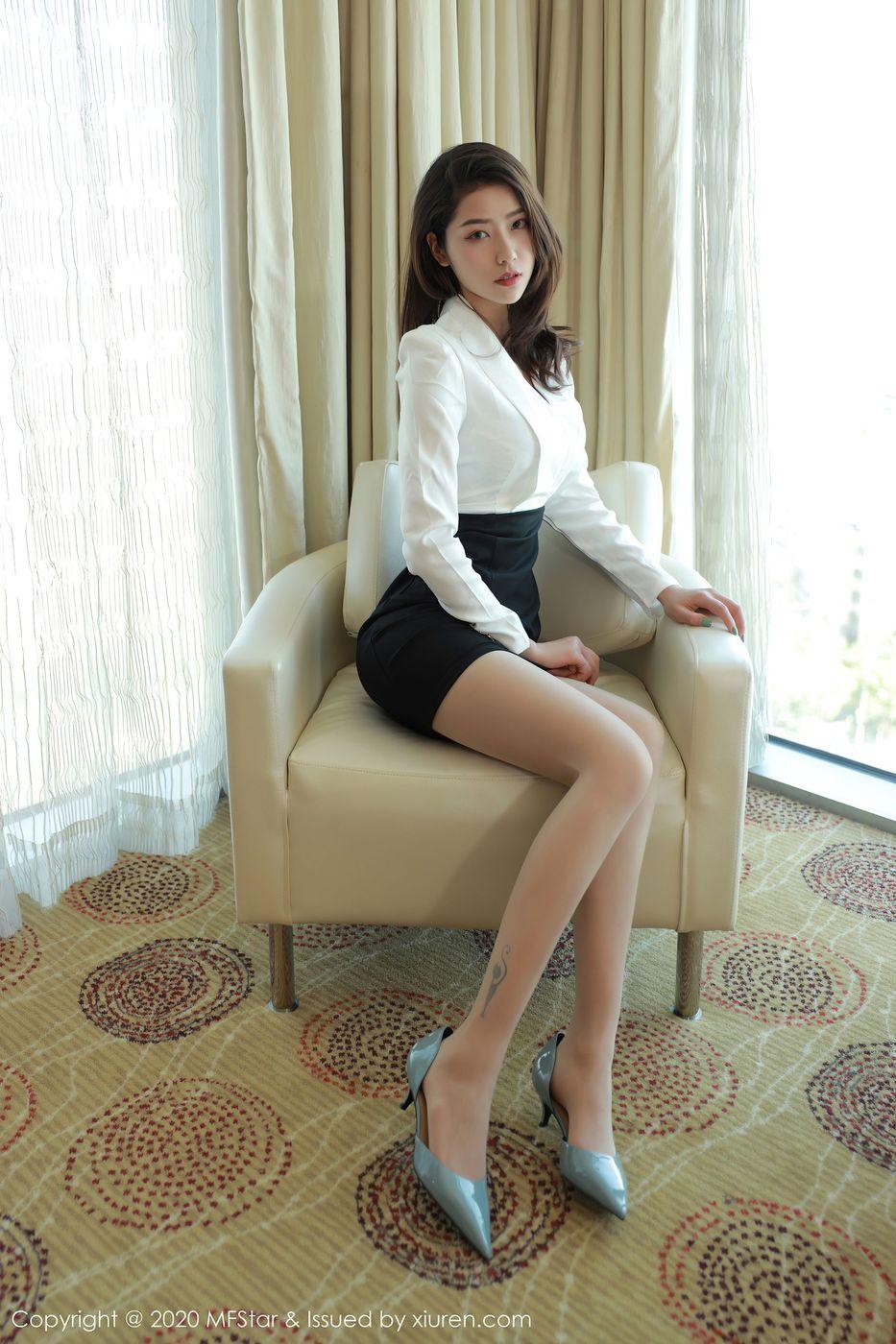 Vol.594 丝袜美腿职场OL翘臀超短裙美女模特模范学院-方子萱完整私房照合集