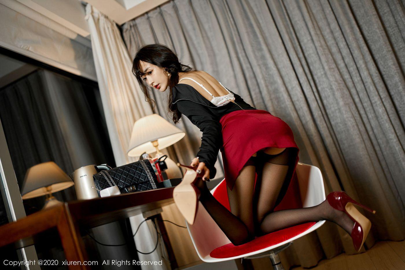Vol.918 黑丝美腿内衣诱惑美胸嫩模翘臀美女模特秀人网-林子欣完整私房照合集