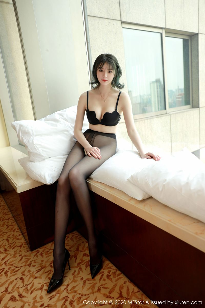 Vol.482 黑丝美腿翘臀大尺度内衣诱惑短发美女美女模特模范学院-yoo优优完整私房照合集