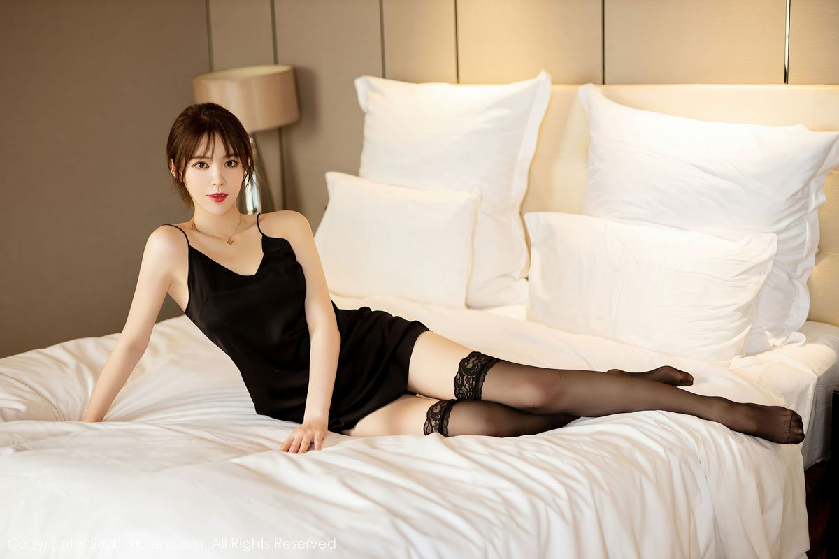 Vol.724 黑丝美腿吊裙大尺度嫩模私房照美女模特秀人网-yoo优优完整私房照合集