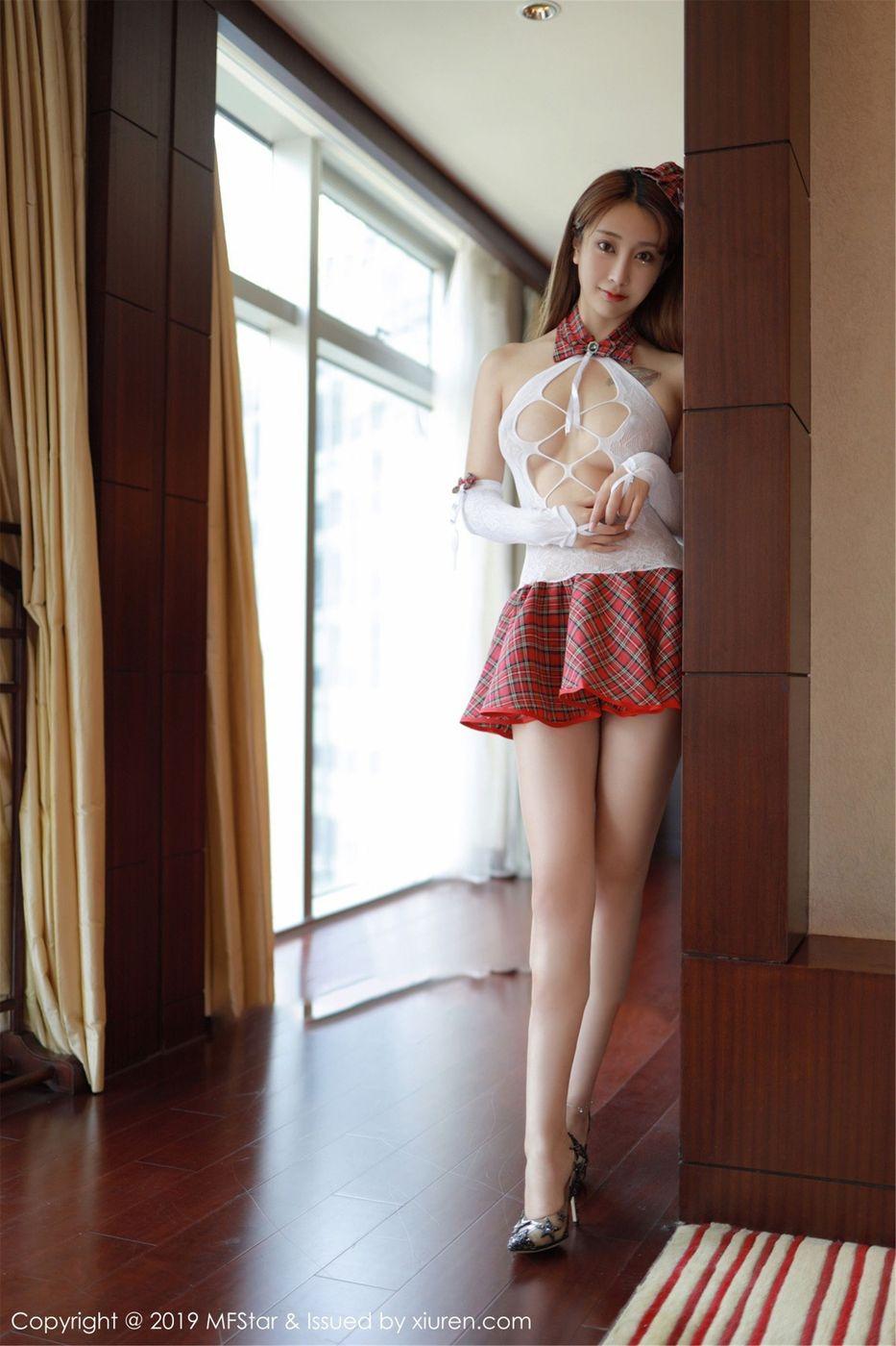 Vol.173 学生装超短裙校服美女内衣诱惑美女模特模范学院-林子欣完整私房照合集