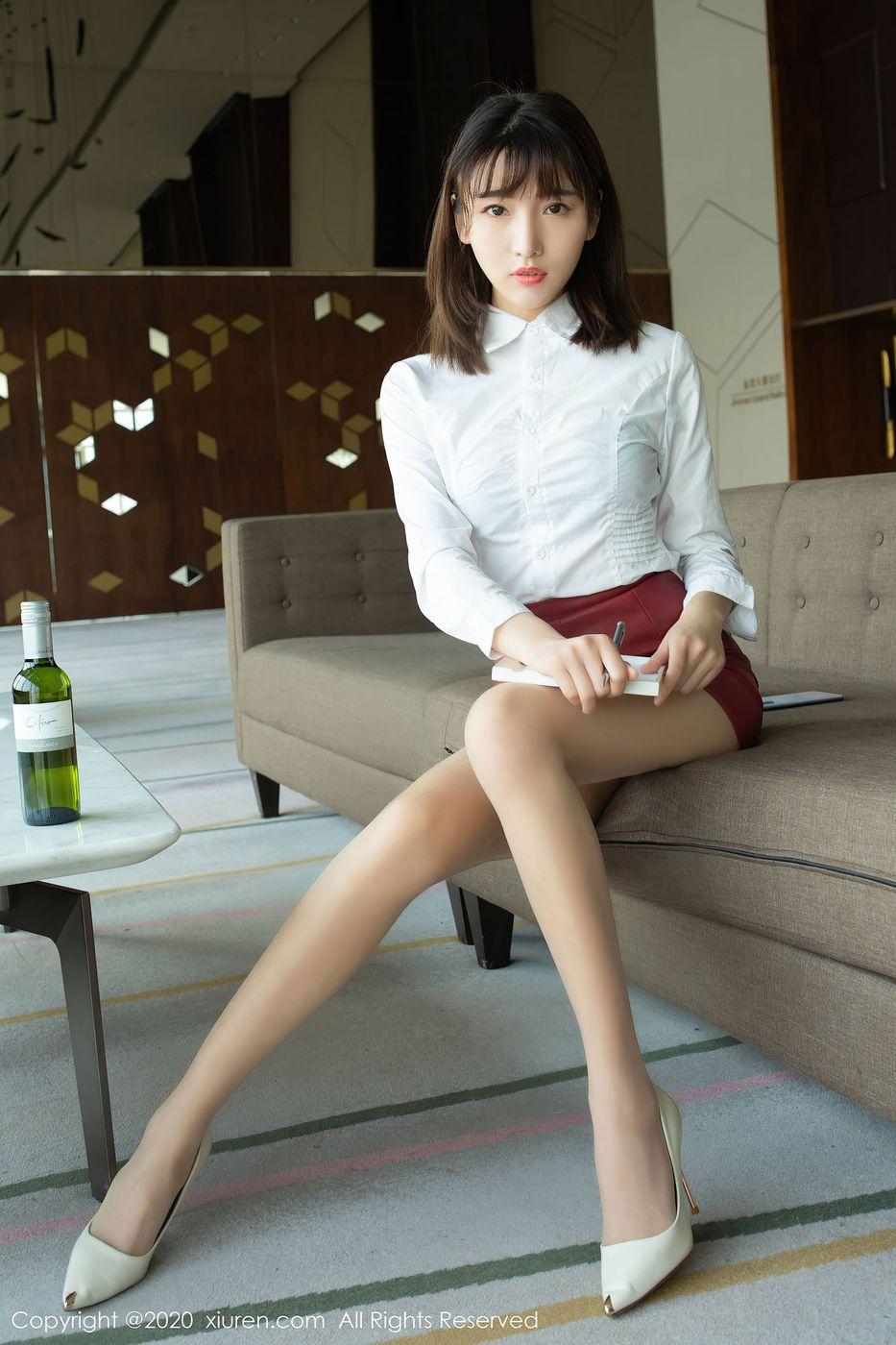 Vol.601 丝袜美腿内衣诱惑短发美女翘臀美女模特秀人网-陆萱萱完整私房照合集